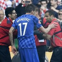 Rakitic apologises for 'stupid' Croatia troublemakers
