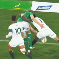 Trimble 'nutmeg' leads to opening try for Ireland as they dominate first half