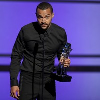 """""""We're going to have equal rights"""": Grey's Anatomy actor gives impassioned speech on racism"""