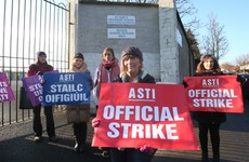 Secondary school teachers protest outside the Dail in dispute over pay