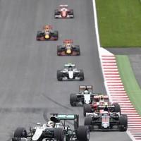 Hamilton wins after last lap Rosberg crash in Austria