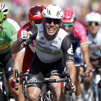 Cavendish power takes him to sweltering hot stage win