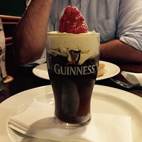This Guinness chocolate mousse served in a Dublin pub looks absolutely class