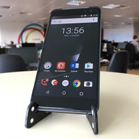 Vodafone's attempt at a higher-end phone gets it mostly right