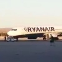 WATCH: Man catches flight after dashing across runway at Madrid airport
