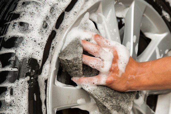 Car tip: How to get your tyres wheely, wheely clean