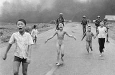 Facebook does u-turn on censoring 'napalm girl' photo