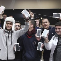 These cheering fans queued for days to get their hands on the new iPhone 7