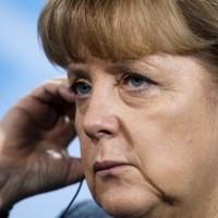 Cameron threatens to block Merkozy's EU Treaties change