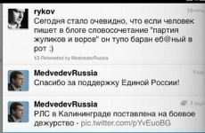 Medvedev 'accidentally' retweets obscene pro-government message
