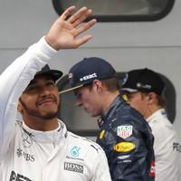 Hamilton scorches to record Malaysia Grand Prix pole