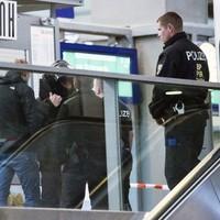 Suspect in German bomb plot found dead in cell