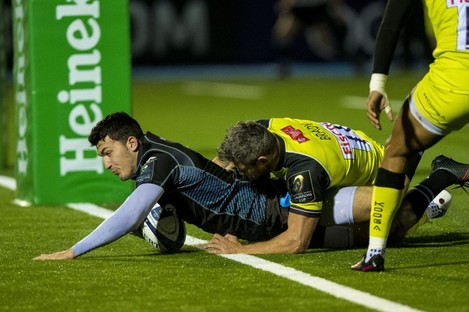 Leo Sarto gets over for a first-half try.
