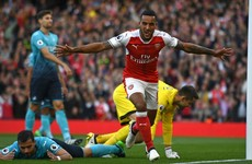 Walcott's double helps Arsenal to win a 5-goal thriller and draw level with Man City