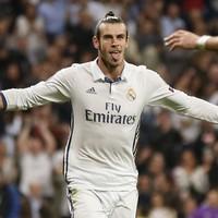 Gareth Bale signs new deal, keeping him at the Bernabéu until 2022