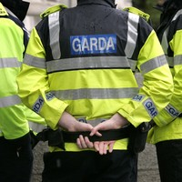 Gardaí investigating after two men hold up supermarket with hammers