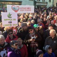 """""""Apple in or lights out"""": Hundreds turn out for pro-Apple rally in Galway"""