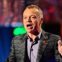 Graham Norton wins British Comedy award