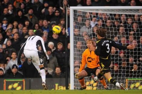 Bryan Ruiz scores for Fulham against Bolton on Saturday.