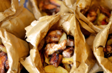 A food blogger made a spice bag using pork belly and chicken wings and it's pure notions