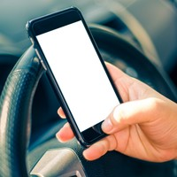 Poll: Should penalty points be increased for using a phone while driving?