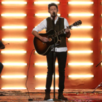 7 little moments you missed from last night's AMAs