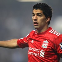 'He will not walk alone' - Liverpool players stand behind team-mate Suarez