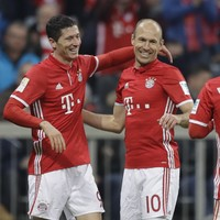Hands off! Robert Lewandowski is staying at Bayern until 2021