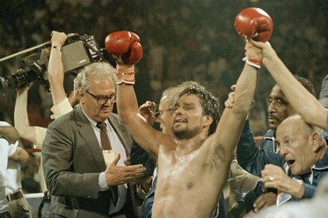 Roberto Duran raises his arms in victory following his junior middleweight WBA title bout against Davey Moore at New York's Madison Square Garden, June 16, 1983.