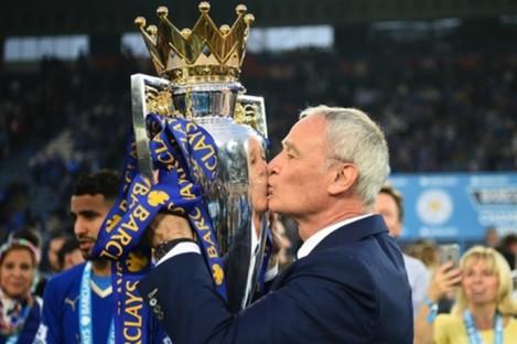 Claudio Ranieri kisses the Premier League trophy.