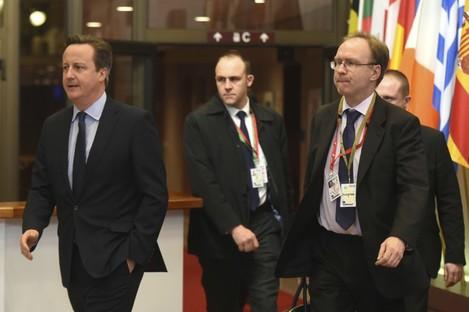 File photo of former British representative to EU Ivan Rogers (right).