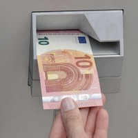 The Central Bank wants bank ATMs to dispense more €10 notes