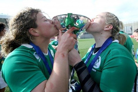 Murphy and Niamh Briggs with the Six Nations trophy in 2015.