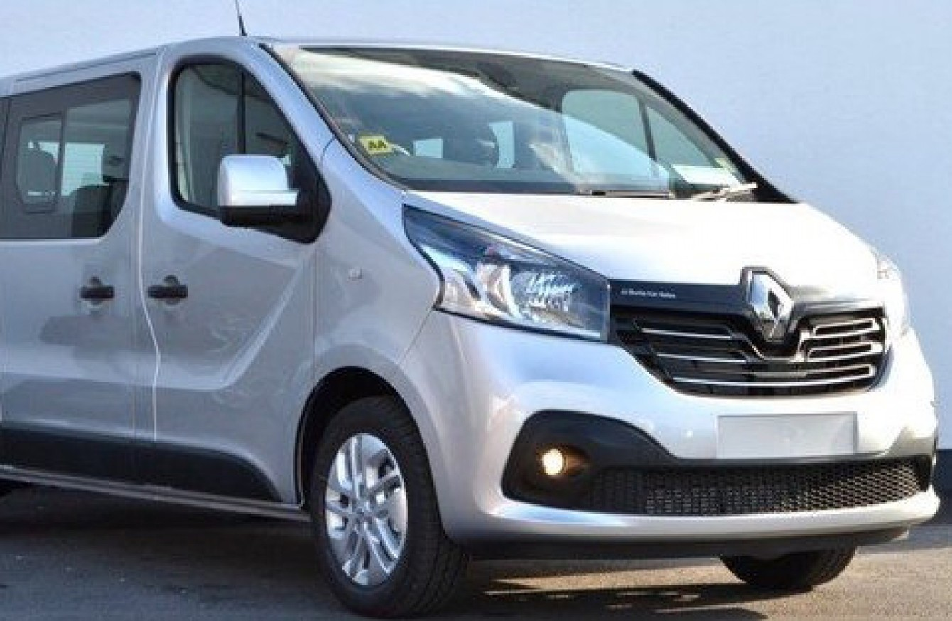 donedeal of the week this renault trafic passenger can carry nine people in comfort. Black Bedroom Furniture Sets. Home Design Ideas