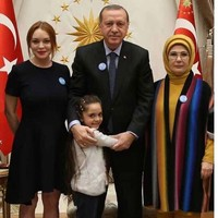 Lindsay Lohan is hanging around with the President of Turkey, and people are deeply confused