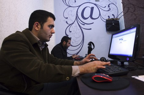 Iranian journalism students use the Internet in a cafe in central Tehran. Iran is expected to launch a national intranet within weeks.