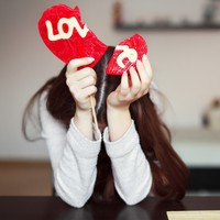 Australians warned about Valentine's Day romance scams that target lonely older people
