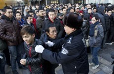 Beijing Apple store egged over iPhone delay