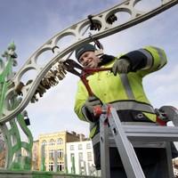 Where's the love? Council removes 'love padlocks' from Dublin's Ha'penny Bridge