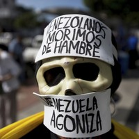 National food shortage sends thousands of starving Venezuelans to root through bins