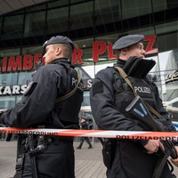 German police shut down shopping centre over terror threat fears
