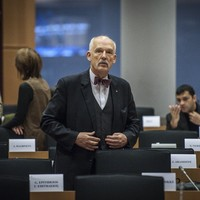 Polish MEP barred from parliament after sexist remarks on women's pay