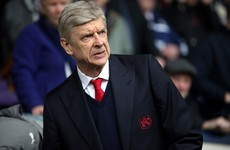 Arsene Wenger wants to stay on at Arsenal - reports