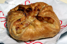 Man who claimed he was falsely accused of not paying for a jambon pastry awarded €20,000
