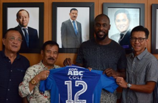 Journeyman Carlton Cole links up with former Chelsea team-mate in Indonesia