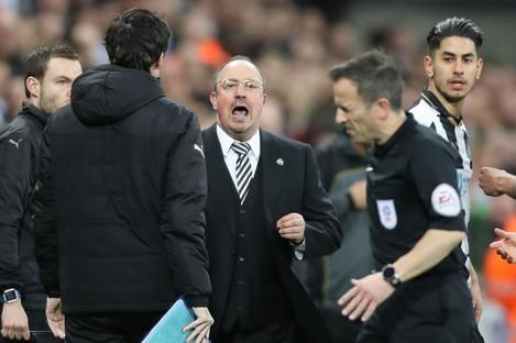 Newcastle United manager Rafa Benitez gives Keith Stroud an earful on Wednesday night.