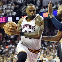 LeBron and Kawhi flex their muscles as Cavs, Spurs take control in playoffs