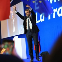 Euro surges despite Le Pen making second round of French elections
