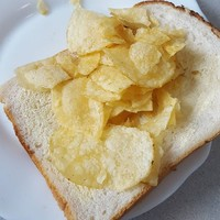 Irish Twitter has been having a glorious debate about what 'crisp sandwich' is as Gaeilge