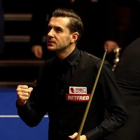 Mark Selby late show leaves World Championship final in the balance